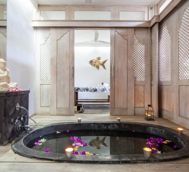 Flowers baths with candles in Indiana Kenanga Spa