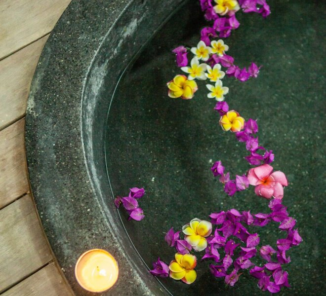 Flowers Baths of the Indiana Kenanga Spa with candles